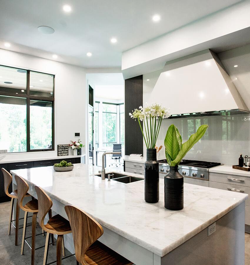 Kitchen Breakfast Bar and Stove