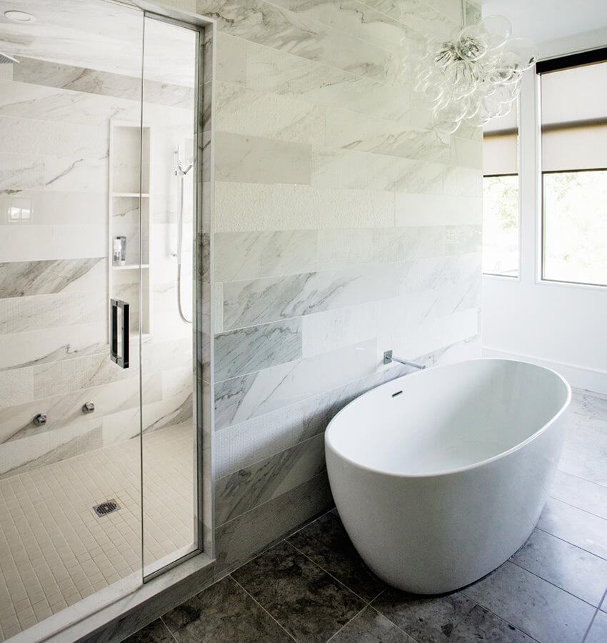 Modern Freestanding Bathtub and Shower