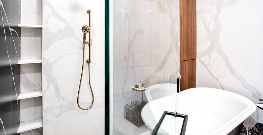 Freestanding Bathtub & Shower