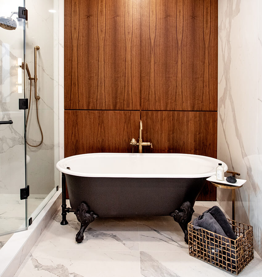Black & White Freestanding Bathtub & Shower